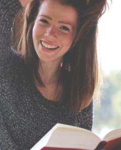 Als erster digitaler Buchhandel entwickelte Amazon auch das erste PartnerProgramm der Welt. Fremde Webseiten konnten Produkte des Amazon-Marktplatzes den eigenen Webseitenbesuchern empfehlen und am Produktverkauf durch Provisionsvergütungen teilhaben. Nach eigenen Angaben hat Amazon als Marktführer des Handels im Internet am heutigen Tag die weltweit größte Auswahl für Bücher, CDs und Videos und produziert nun auch selbst viele Bestseller.