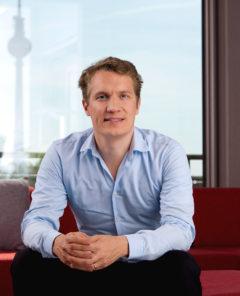 Oliver Samwer gründete mit seinen zwei Brüdern Marc und Alexander Samwer im Jahr 1999 das Online-Auktionshaus Alando