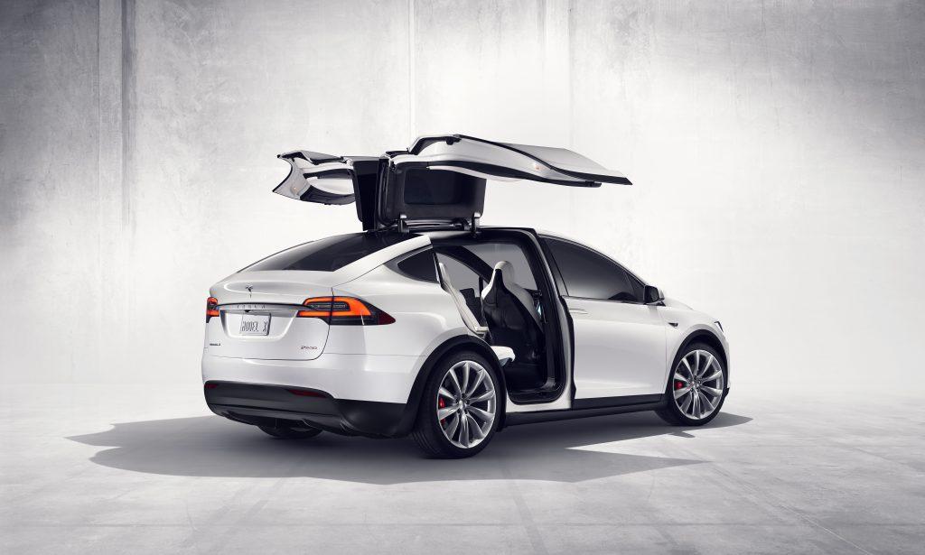 Schweizer Polizei ersetzt Diesel-Fahrzeuge mit sieben Tesla Model X-SUV