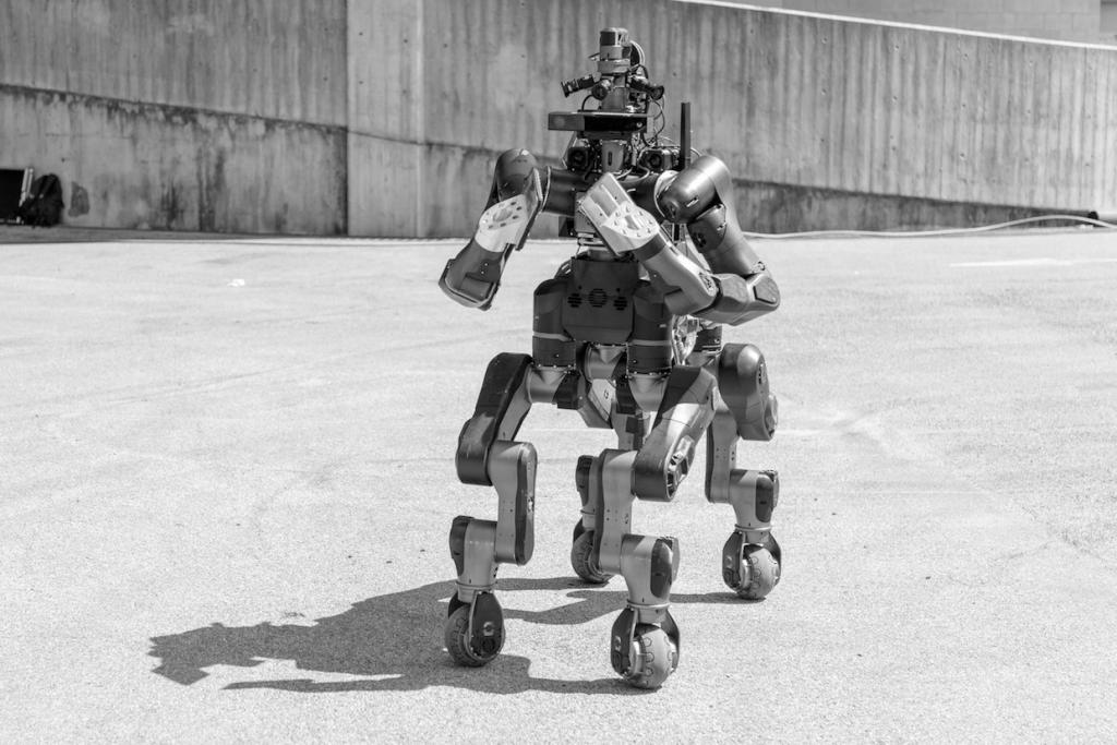 Rettungsroboter Centauro stellt sich vor (Foto: Youtube)
