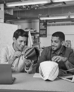 Die beiden Erfinder Nicolas Orellana und Yaseen Noorani (Foto: Dyson Award)
