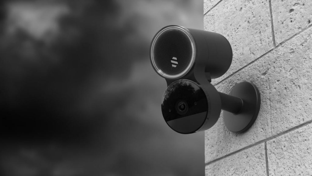 Die Überwachungsanlage von Deep Sentinel nimmt Vorauswertung per KI vor.