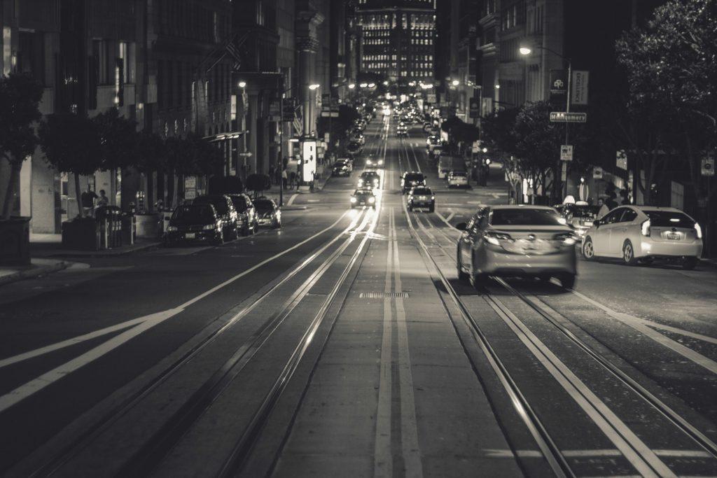 Autonome Fahrzeuge in Kalifornien müssen sich auch im Stadtverkehr von San Francisco behaupten.