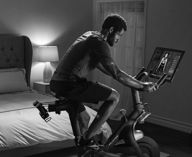 Auf dem Display zeigen die Trainingsräder gestreamte Videos.
