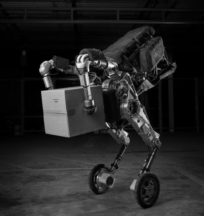 """Der Roboter """"Handle"""" zeigt seine Kunst im Stapeln von Kisten."""