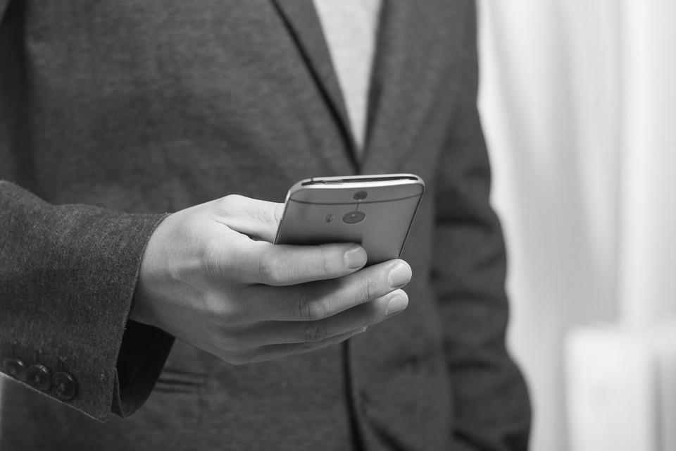 Die ersten Smartphones reagieren in Sekundenbruchteilen auf Spracheingabe.