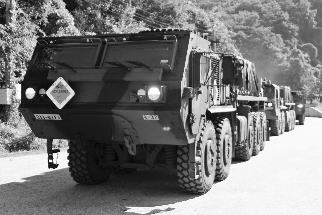 Die U.S. Army kauft 70 autonome Lkw vom abgebildeten Typ Oshkosh M1075. (