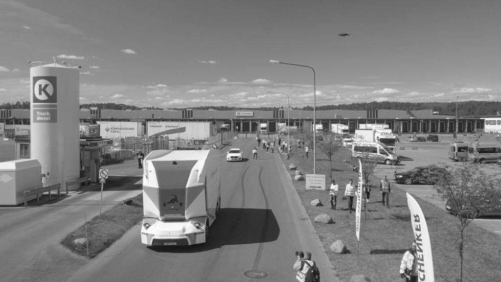 Der autonome Lkw von Einride hat in Schweden seine Premiere auf öffentlichen Straßen absolviert.
