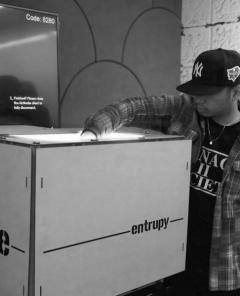 Gefälschte Nike- und Adidas-Sneaker binnen Sekunden mithilfe von künstlicher Intelligenz (Foto: Presse)